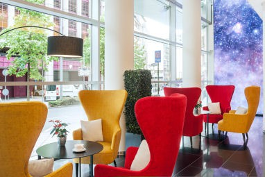 NH Collection Frankfurt City: Lobby